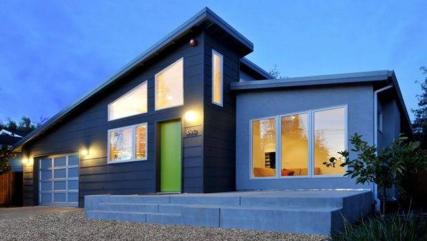 Awesome Modern House Slanted Roof Green Door Come