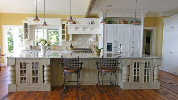 Big Beautiful Kitchen Makes Statement