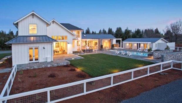 Chic Contemporary Farmhouse Celebrates Sonoma Wine Country