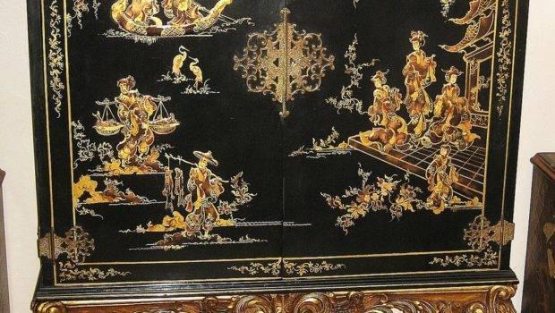 Elegant Chinese Black Lacquer Gilt Cabinet