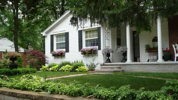Front Yard Landscape Design Should Start Beautiful Lawn But