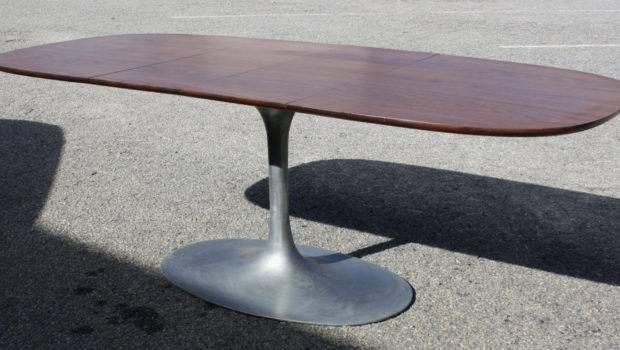 Gorgeous Mid Century Oval Tulip Style Pedestal Dining Table Haute