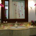 Have More Creative Bathroom Simple Decor Ideas