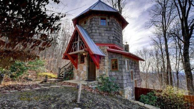 Hobbit House Evokes Spirit Shire Its Stone Turret