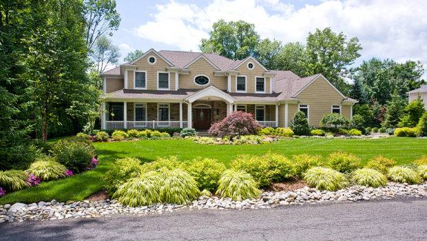 Outstanding Front Yard Landscape Design Ideas