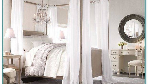 Poster Canopy Bed Curtains