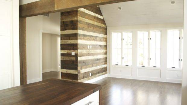 Reclaimed Wood Wall Accent Evolutia