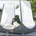 Relaxed Canopy Bed Design