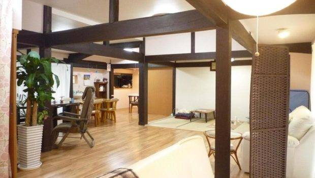 Table Wooden Floor Living Room Pillar Decoration Ideas