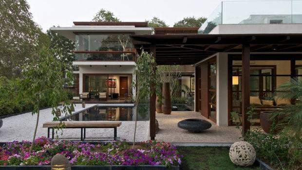 Timeless Contemporary House India Courtyard Zen Garden