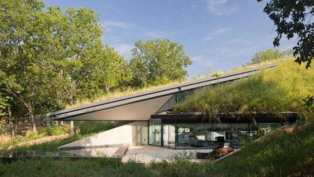 Underground House Encased Glass Offers Modern Take