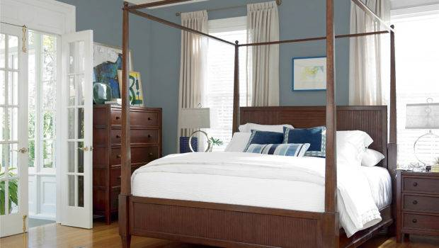 Universal Furniture Silhouette Four Poster Canopy Bed Queen