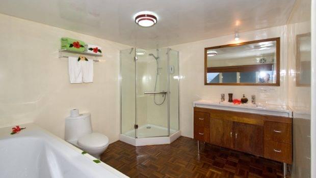 Upper Deck Suite Bathroom
