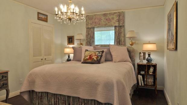 Very Small Master Bedroom Decorating Ideas
