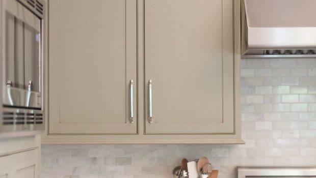 White Kitchen Backsplash Like Cabinet Color Too