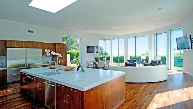 Windows Illuminates Cave Area Stylish Modern Kitchen Top