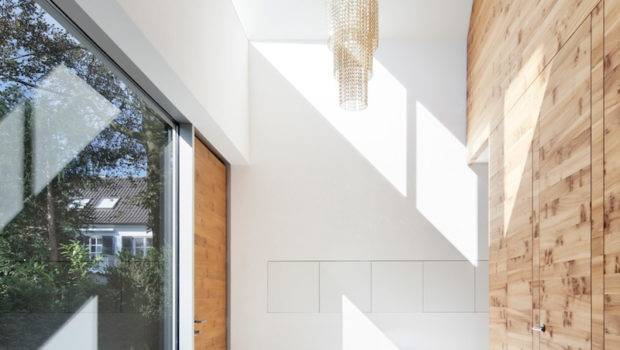 Wooden Element Middle Dividing Rooms House